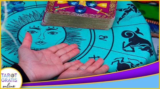 consulta con las mejores tarotistas y videntes - tarot gratis online